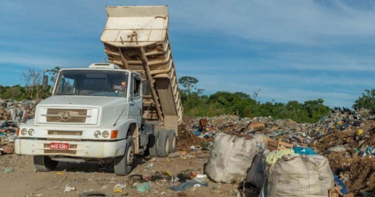 Autoridades ambientais do município estão apurando denúncias populares sobre o descarte irregular de lixo. - Foto: Bahia Notícias/Reprodução