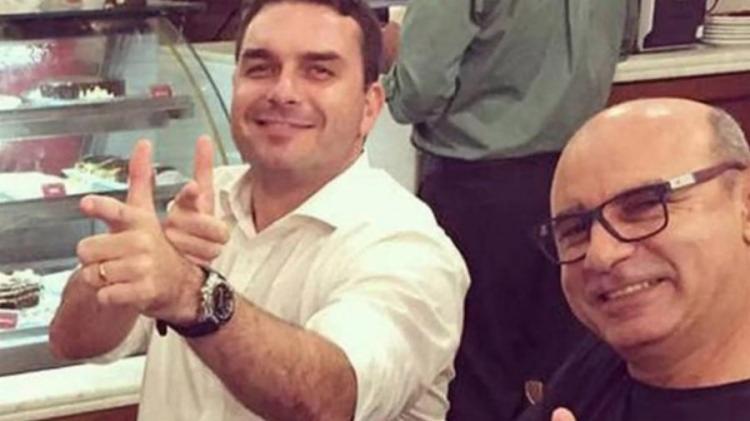 Flávio Bolsonaro foi denunciado sob a acusação de liderar uma organização criminosa de lavagem de dinheiro em seu gabinete na Alerj | Foto: Reprodução - Foto: Reprodução