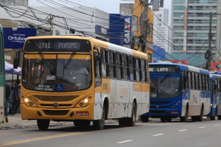 Segundo o pedido, a cidade conta hoje com apenas 83,19% dos ônibus circulando | Joá Souza | Ag. A TARDE - Foto: Joá Souza | Ag. A TARDE