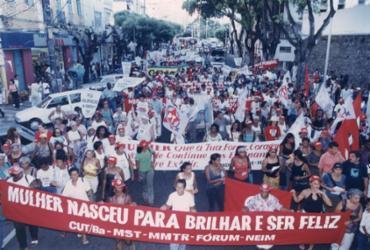 Reportagem mostra porque luta das mulheres deve ser constante | Data: 08.03.2001 Foto: Arlindo Félix | Cedoc A TARDE