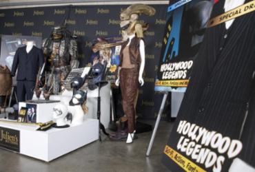 Protótipo de Alien, figurino de Scarface e varinha de Harry Potter vão a leilão | Valerie Macon | AFP