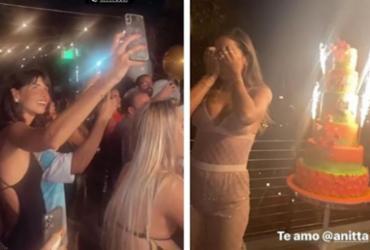 Com direito a aglomeração, Anitta comemora aniversário em restaurante de Miami | Reprodução | Instagram