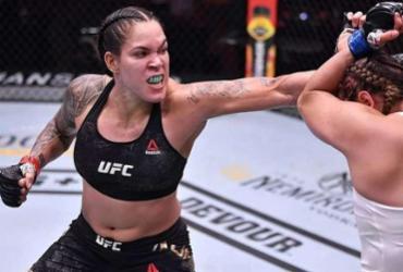 Arrasadora, Amanda Nunes mantém cinturão diante de Megan Anderson no UFC 259 | AFP