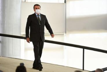 Bolsonaro larga os radicais e se firma com o centrão. Dará certo? | Evaristo Sa | AFP