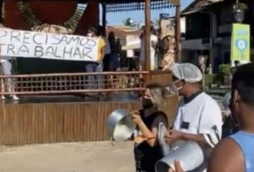 """Comerciantes de Praia do Forte fazem """"panelaço"""" contra fechamento do comércio não essencial"""