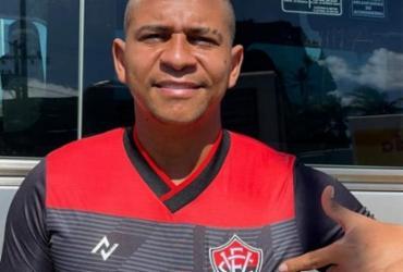 Atacante Walter desembarca em Salvador para assinar com o Vitória | Reprodução | Instagram