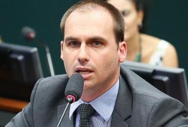 Twitter coloca aviso de publicação enganosa em post de Eduardo Bolsonaro |