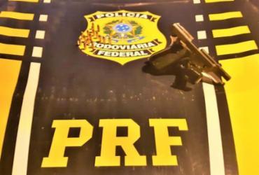 Homem de 58 anos é preso com arma em carro alugado na BR-101