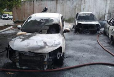 Incêndio destrói carros em estacionamento de condomínio no Imbuí | Divulgação | CBM-BA
