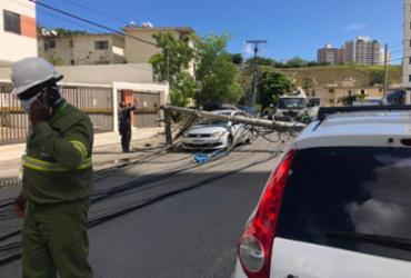 Caminhão derruba dois postes no bairro do Imbuí | Ailton Santos