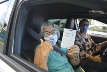 Salvador inicia 2ª dose da vacina em idosos; veja fotos |