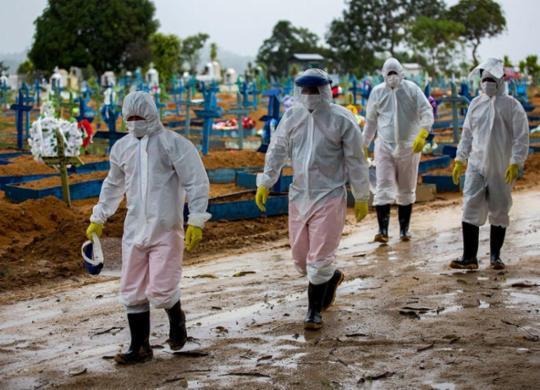 Brasil tem 1.910 mortes por Covid-19 em 24h e registra novo recorde | Michael Dantas | AFP