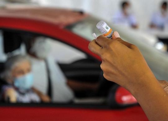 Salvador segue com vacinação de idosos a partir de 79 anos; veja locais | Felipe Iruatã | Ag. A TARDE