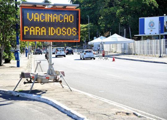 Vacinação de idosos a partir de 78 anos começa neste sábado em Salvador | Felipe Iruatã | Ag. A TARDE
