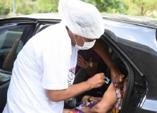 Vacinação segue em 13 locais neste domingo | Betto Jr | Secom