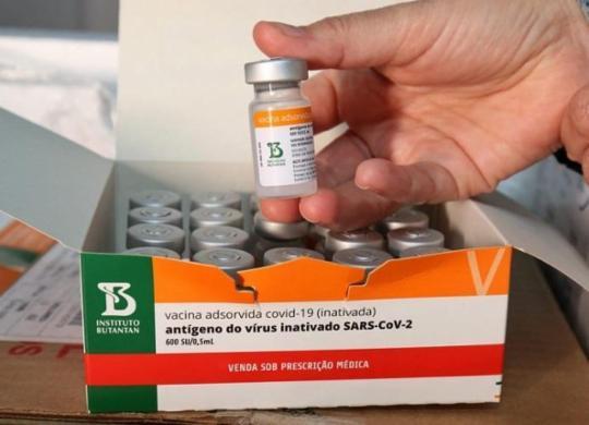 Novo lote com doses da vacina contra a Covid-19 chega neste sábado na Bahia | Rafael Menezes | Sesab