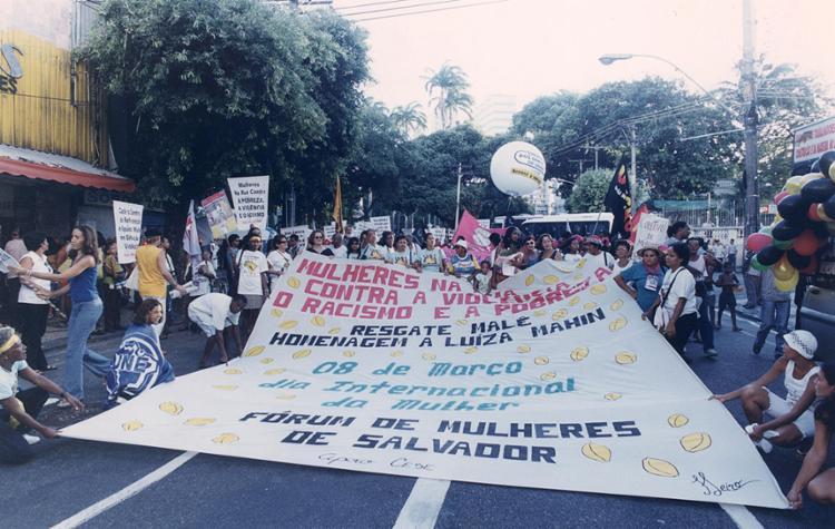 Pautas dos movimentos de mulheres são extensas e exigem muita mobilização nas ruas | Arlindo Félix | Cedoc A TARDE | 8.3. 2001