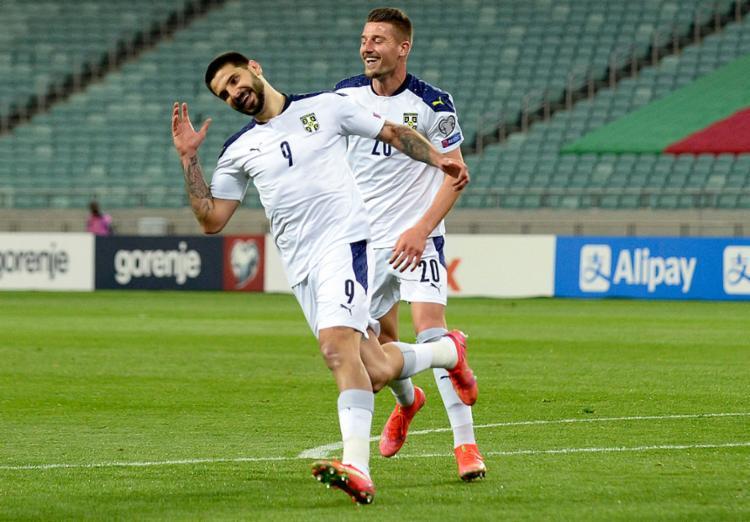 O atacante Aleksandar Mitrovic marcou os dois gols da Sérvia | Aleksandar Mitrovic | AFP - Foto: Foto: Tofik Babayev | AFP