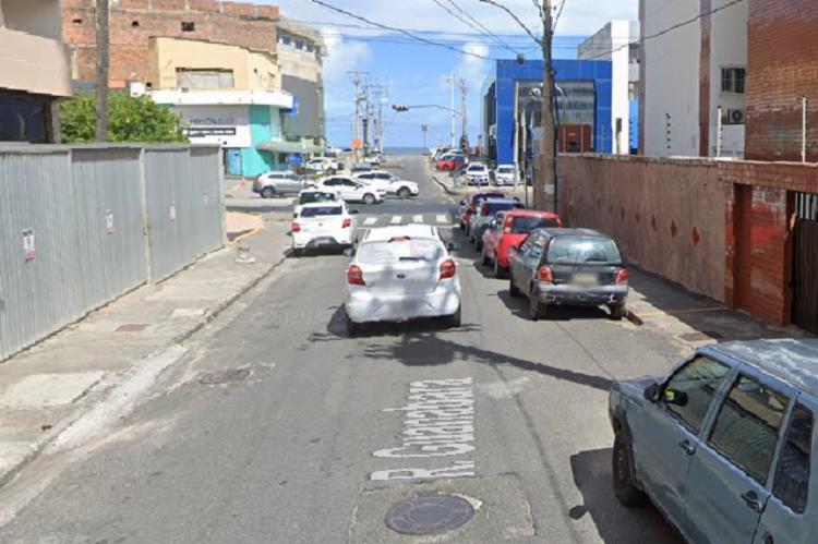 O coletivo com o casal foi interceptado em um semáforo da rua Guanabara, no respectivo bairro | Foto: Reprodução | Google Maps - Foto: Reprodução | Google Maps
