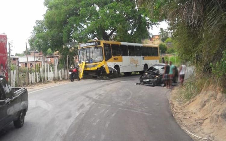 Nenhum passageiro do coletivo apresentou ferimentos   Foto: Reprodução   Redes Sociais - Foto: Reprodução   Redes Sociais