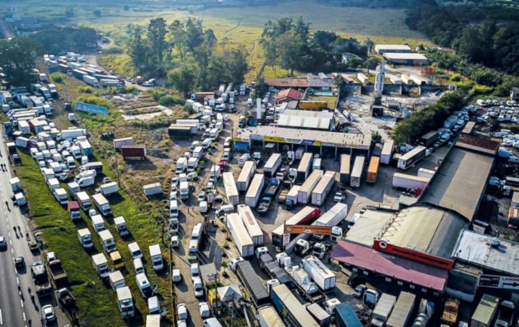 Última greve de caminhoneiros provocou caos nas estradas e desabastecimento de diversos produtos - Foto: Divulgação