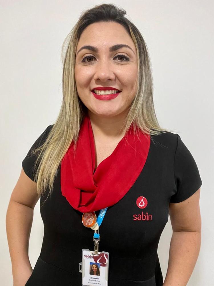 Andrezza Jacinto, formada em Comunicação Social, atua na Supervisão de Logística da Sabin | Foto: Acervo Pessoal