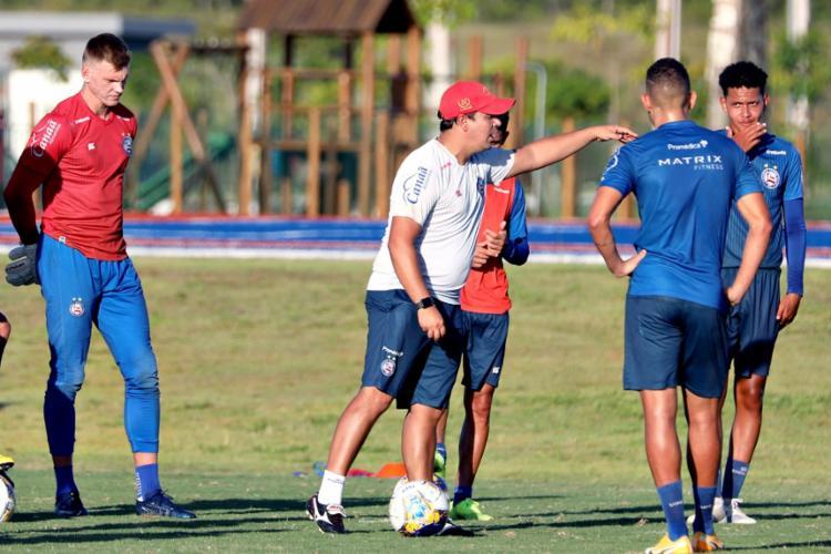 Durante o treino, Dado Cavalcanti promoveu algumas mudanças e testou opções no time principal | Foto: Felipe Oliveira | EC Bahia - Foto: Felipe Oliveira | EC Bahia
