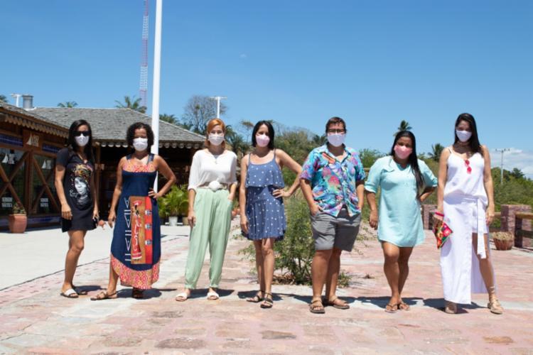Sibele, Sheila, Ronize, Vanessa, Joelma, Mamá e Amélia: emprendedoras da Ilha dos Frades - Foto: Rodolfo Lara | Divulgação