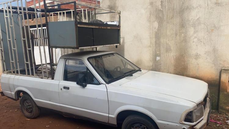 Homem foi preso suspeito de agredir e manter filho dentro de jaula instalada no carro | Foto: Sthefanny Loredo | TV Globo