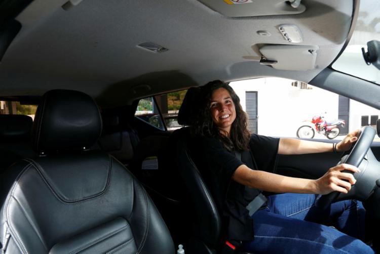 Iara adora dirigir e não abre mão de espaço interno e conforto | Foto: Rafael Martins | Ag. A TARDE - Foto: Rafael Martins | Ag. A TARDE