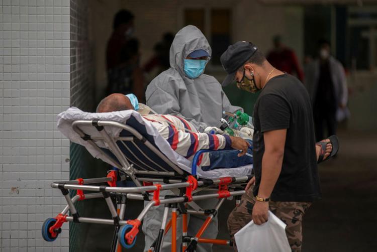 Sofre mais o cidadão do interior e das periferias das grandes cidades, onde unidades de saúde sediam enredos de sofrimento intenso | Foto: Michael Dantas | AFP - Foto: Michael Dantas | AFP