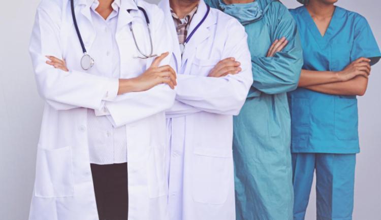 Aplicado desde 2011, o Revalida tem por objetivo subsidiar a revalidação, no Brasil, de diplomas de graduação em medicina expedidos no exterior I Foto: Reprodução | Freepik - Foto: Reprodução | Freepik