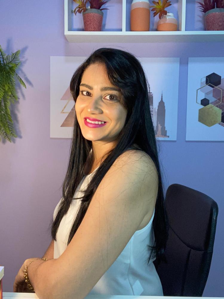 Mentora da Escola Online de Empreendedorismo Digital para Mães, Luana Lídio ministra palestra | Foto: Divulgação - Foto: Divulgação