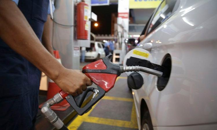 Desde o início do ano, a gasolina já apresentou alta de 54% enquanto o diesel aumentou 41,5% - Foto: Marcelo Casal Jr | Agência Brasil