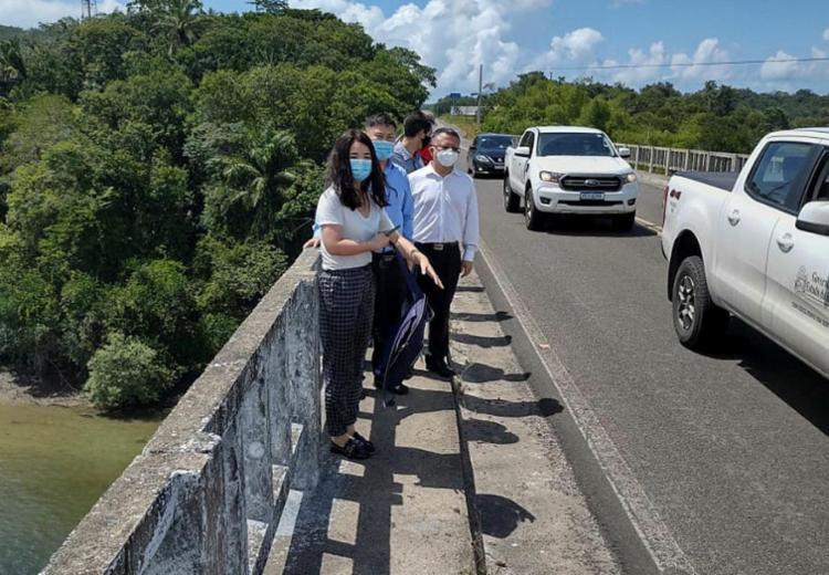 Os chineses na Ponte do Funil, que também será duplicada   Foto: Ascom SDE   Divulgação - Foto: Ascom SDE   Divulgação