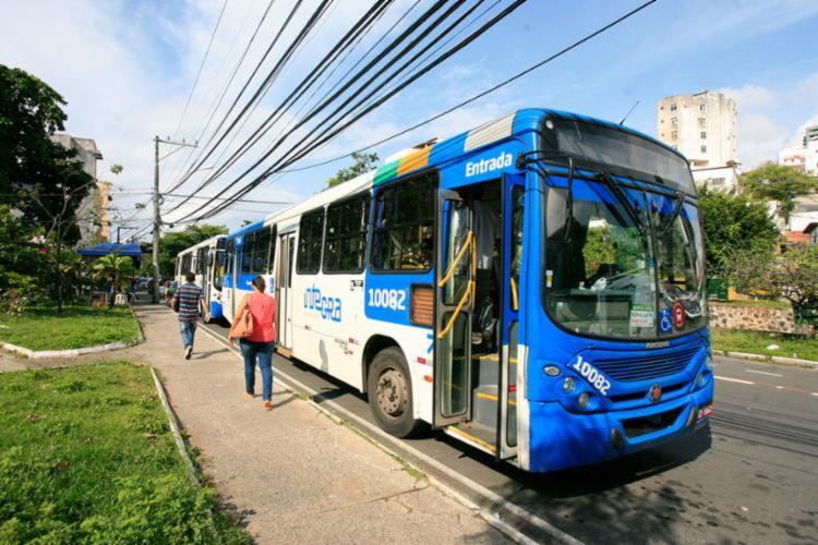 Veículos foram impedidos de transitar na região | Foto: Edilson Lima | Ag. A TARDE - Foto: Edilson Lima | Ag. A TARDE