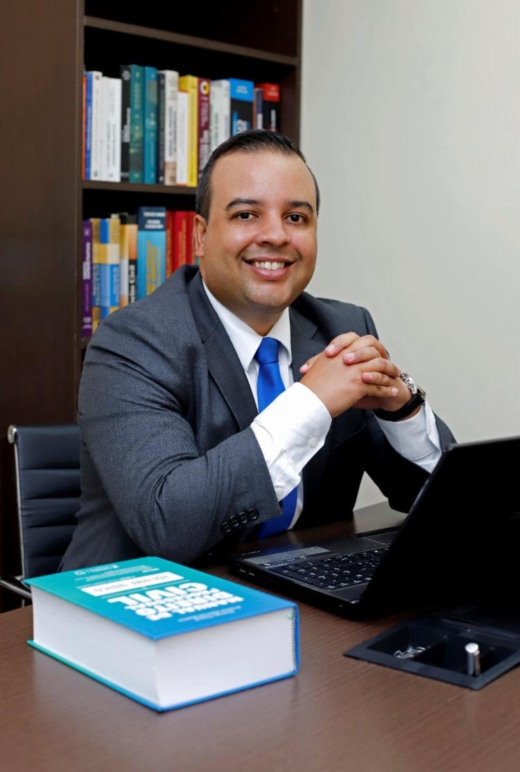 Roberto Cabral é advogado especialista em Direito Imobiliário e Pós Graduado em Direito Processual