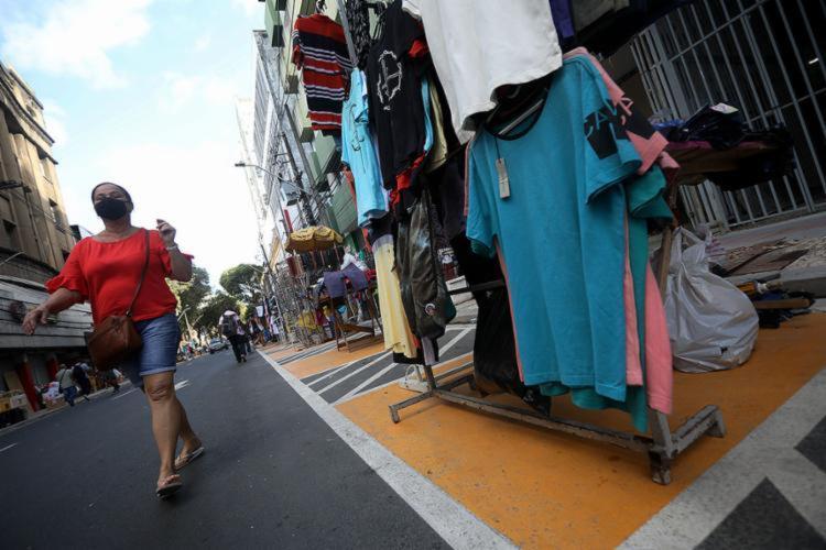 Medida foi tomada para minimizar baixa nas vendas já que o setor não funcionará na quarta-feira, 21, feriado de Tiradentes - Foto: Felipe Iruatã | Ag. A TARDE | 11.08.2020