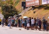 Idosos se aglomeraram debaixo de sol quente em fila para vacina contra a Covid-19 | Foto: Olga Leiria