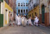 Espetáculo teatral discute a importância da validação de corpos gays e soropositivos | Foto: Dante Vicenzo | Divulgação