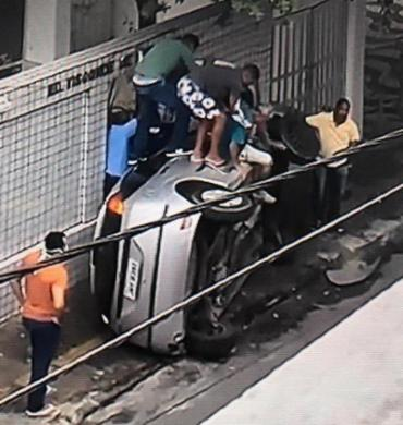 Acidente aconteceu na rua Comendador Bernardo Catarinho I Foto: Reprodução I TV Bahia - Foto: Reprodução I TV Bahia