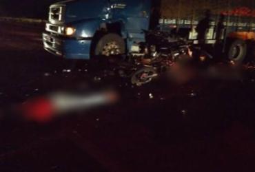 Acidente envolvendo quatro veículos deixa duas pessoas mortas e duas feridas na BR-116