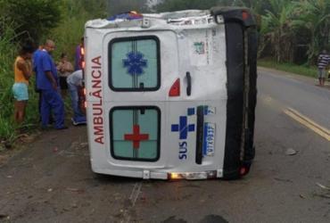 Ambulância tomba na BR-101 após deixar paciente em Salvador | Reprodução | Verdinho Itabuna