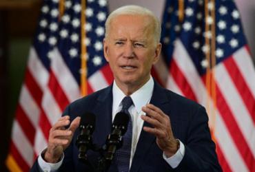 Biden impõe rigidas sanções à Rússia, mas pede a Putin que reduza 'escalada' |