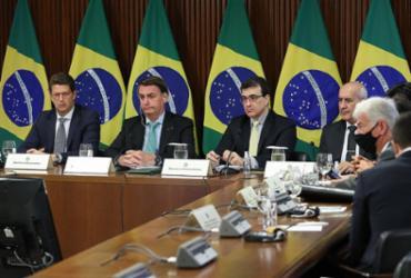 Bolsonaro, da ameaça da 'pólvora' à promessa de um bom compromisso ambiental   Marcos Correa  AFP