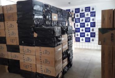 Caminhoneiro é preso transportando carga com 130 mil carteiras de cigarro falsificadas