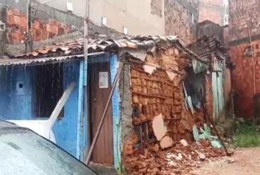 Tempo chuvoso: estrutura de casa desaba no Largo do Tanque | Reprodução