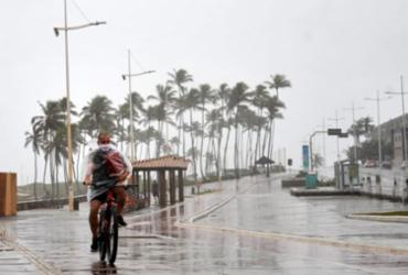 Chuva complica a vida da população em Salvador |