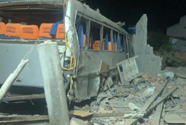 Duas pessoas morrem após explosão de casa de venda de fogos de artifício
