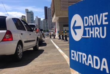 Movimento intenso é registrado no 1º dia de vacinação contra H1N1 no drive thru do Shopping Barra | Olga Leiria I Ag. A Tarde